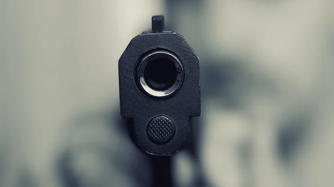 Man Shoots Himself While Showing Off With a Gun in Florida Bar
