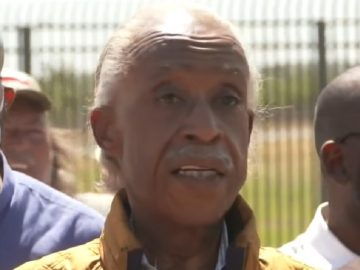 Al Sharpton Gets Heckled During Press Conference at Border Encampment in Del Rio, Texas!