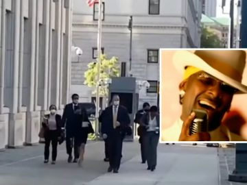 R. Kelly Supporters Play 'Step In The Name of Love' as Prosecutors Enter Courtroom