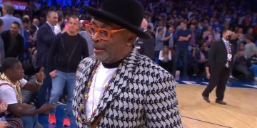 People React to Spike Lee Rockin' $5K Louis Vuitton x NBA Suit For Knicks Opener