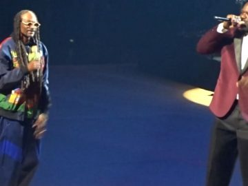 """Shaq Hits The Stage With Snoop Dogg To Perform """"Nuthin But A G Thang"""" Live In Vegas"""